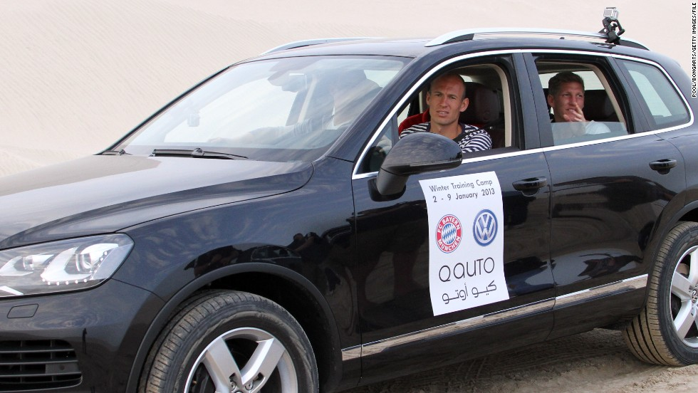 Bayern Munich winger Arjen Robben takes part in a desert tour of Doha with his teammates.