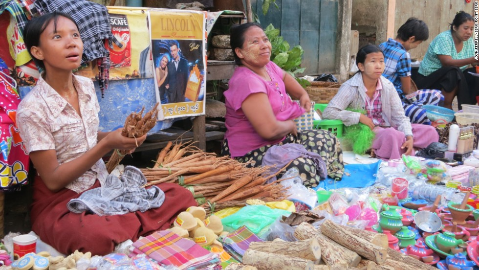 In addition to vegetables, meat and fish, vendors also sell spices, roots, herbs and household items.