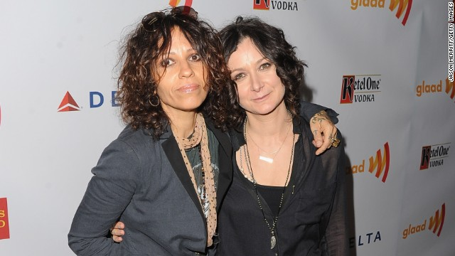 "Sara Gilbert announced that she is engaged to rock musician Linda Perry on ""The Talk."""