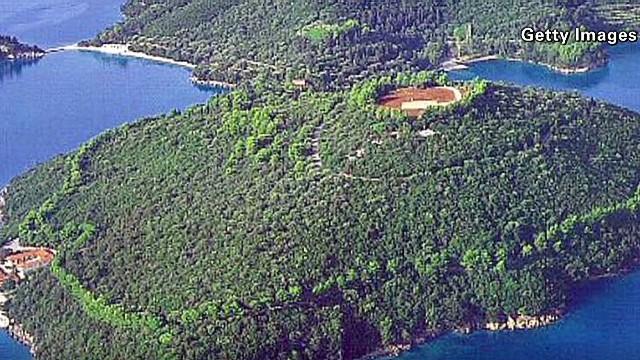 exp erin island playground sells for 153 million dollars_00001530.jpg