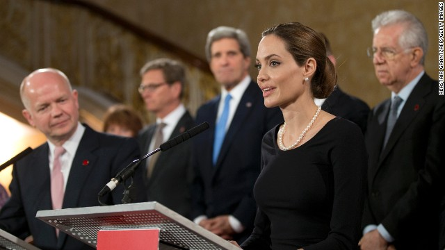 Foreign Secretary William Hague (L) listens to US actress Angelina Jolie (R) at a G8 conference in London on April, 11, 2013.