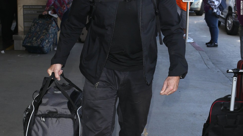 Robin Williams catches a flight out of LAX.