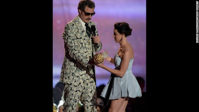 Some fans thought Will Ferrell and Aubrey Plaza planned her running on stage as he accepted his MTV award.