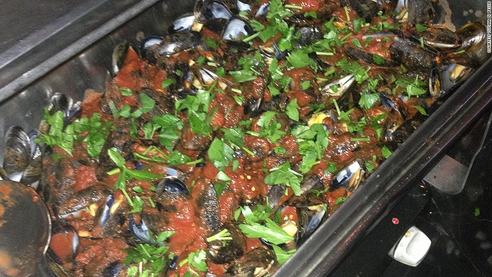 Free nuts and popcorn tell you you're in a dive bar, but free mussels? That's classy.Cucina di Pesce has been serving them up with the purchase of a beverage for more than 20 years.