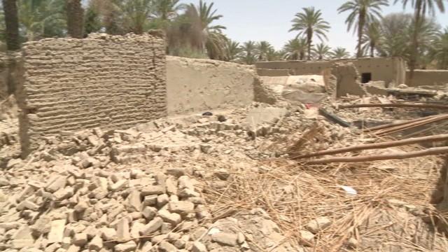 lkl mohsin pakistan quake victims_00001103.jpg