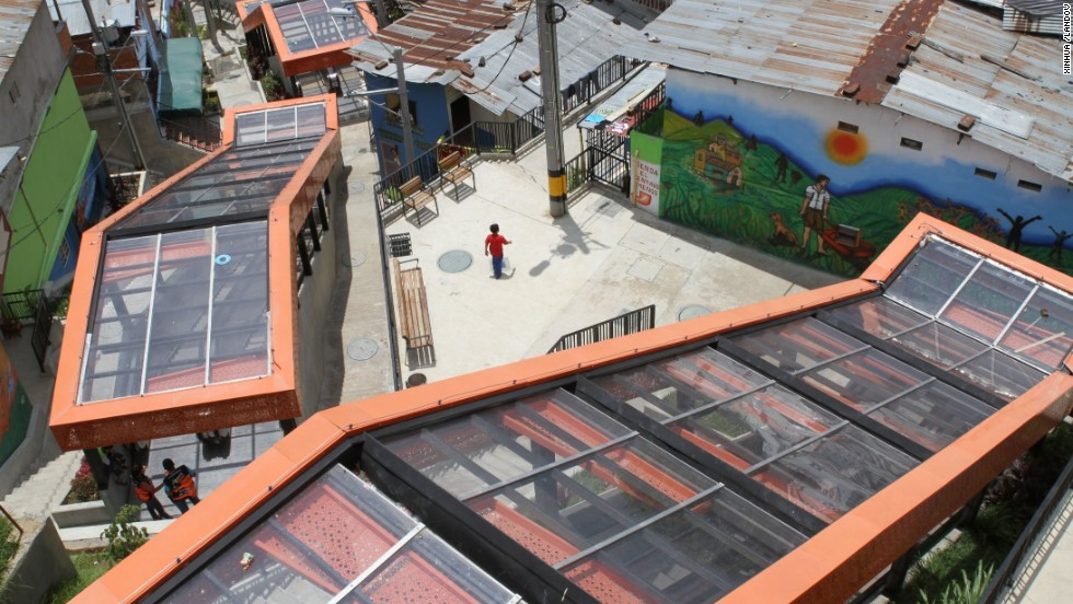 The 500-meter-long escalator in Commune 13 in Medellin, divided into several sections, was set up to facilitate the travel of residents living in the mountainside favelas. The notorious slums of Medellin have gone through urban and educational projects to improve the quality of life for residents.