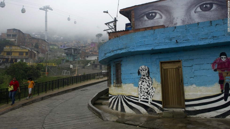 The municipality of Medellin presented an artistic project called Heroes Without Borders, an exhibition of 23 photographs placed in different facades and roofs, to prevent the recruitment of children by illegal groups in January 2012.