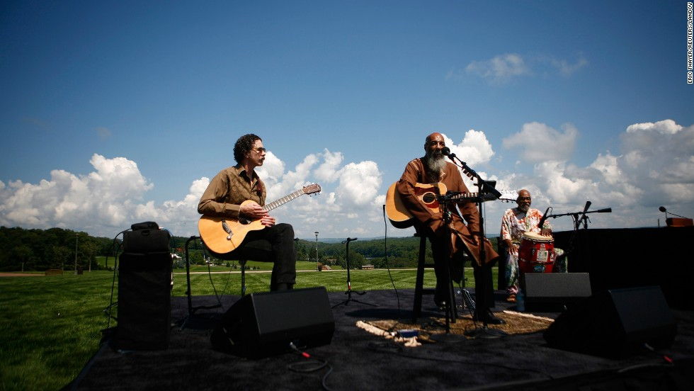 "Havens, center, reprises his 1969 performance of ""Freedom"" at the site of the original Woodstock music festival in Bethel, New York, on August 14, 2009."
