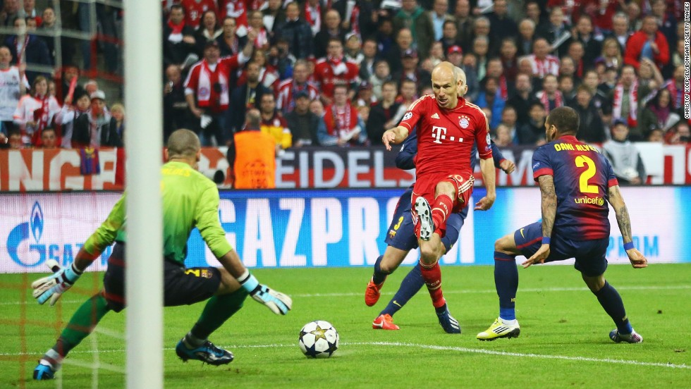 Arjen Robben wasted a glorious opportunity in the opening stages when he raced through the Barcelona defense before firing straight at Victor Valdes.