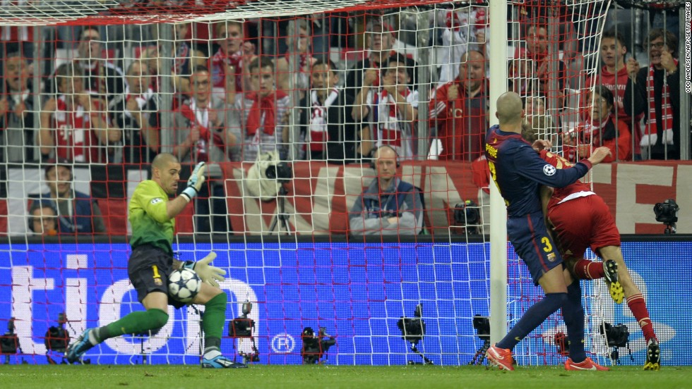 Bayern dominated the opening exchanges and Thomas Muller gave the German side a 25th minute lead when he seized on Dante's downward header to nod home at the far post.