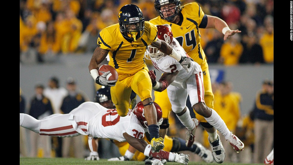Tavon Austin of the West Virginia Mountaineers runs the ball against the Oklahoma Sooners on November 17, 2012, at Mountaineer Field in Morgantown, West Virginia.