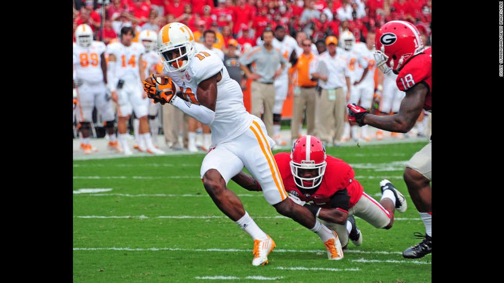 Justin Hunter of Tennessee runs with the ball against Branden Smith of the Georgia Bulldogs at Sanford Stadium on September 29, 2012, in Athens, Georgia.