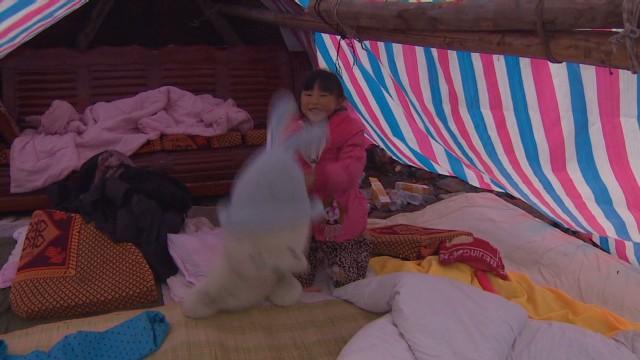pkg mckenzie china quake family pain_00004524.jpg