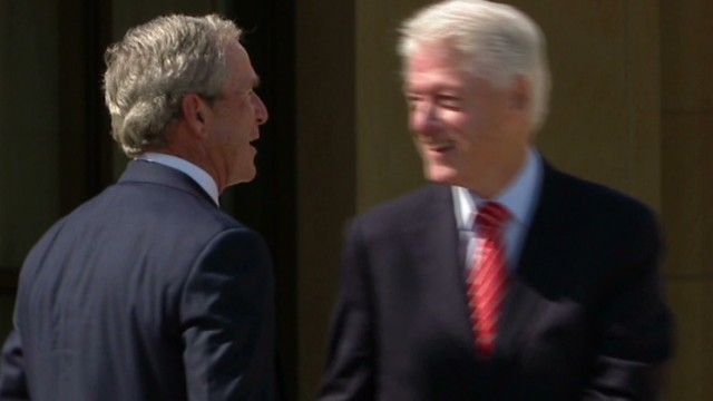 Clinton pokes fun at Bush's paintings