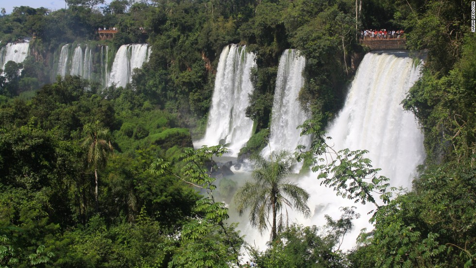 The spectacular semicircular waterfall that forms the border of Argentina and Brazil spans almost 300 meters in diameter and up to 80 meters in height.