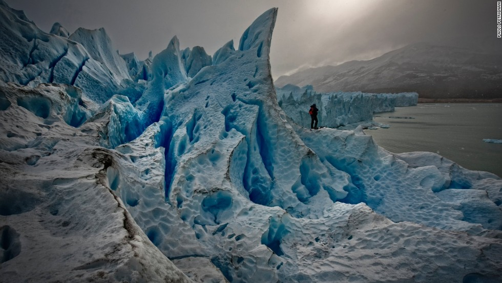 Encompassing the largest ice mantle outside of Antarctica, this picturesque southern Patagonian park bordering Chile is one of the best places in the world to observe glacial activity. Its most famous ice mass is the cool blue Perito Mereno Glacier, from which giant icebergs can be observed crashing into the milky turquoise waters of Lake Argentino.