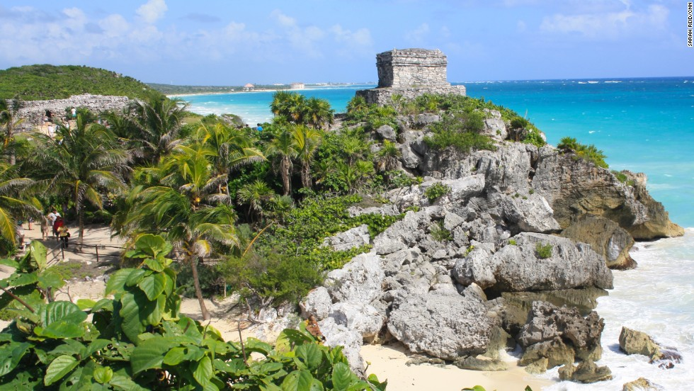 Idyllically situated on a rocky cliff facing the turquoise waters of the Caribbean Sea, Tulum was one of the last cities built and inhabited by the Mayans, managing to survive around 70 years after the Spanish began occupying Mexico in the early 16th century.
