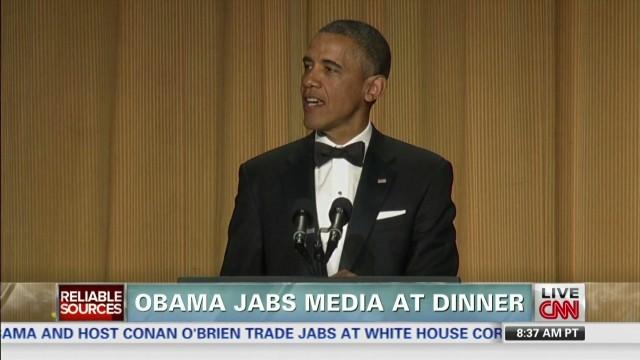 RS.Obama.jabs.media.at.dinner_00014704.jpg