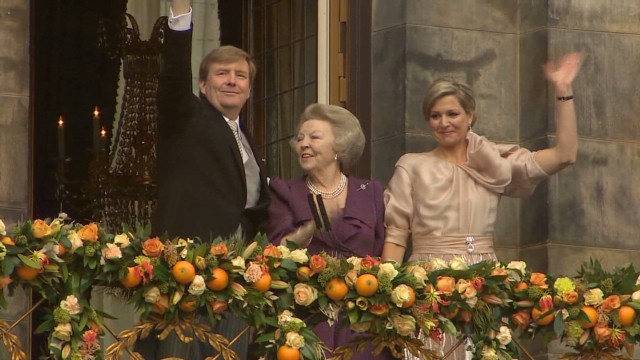 New Dutch king makes first appearance