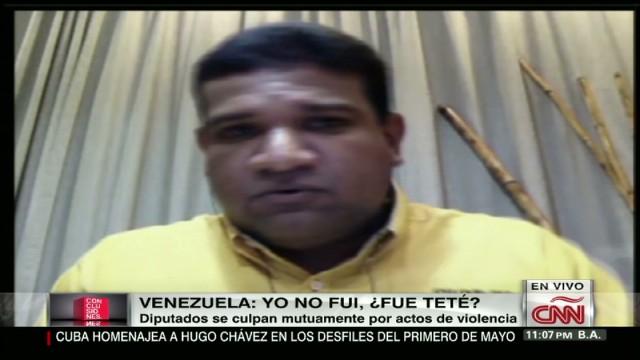 cnnee video venezuela deputies accuse each other fight 2_00015915.jpg