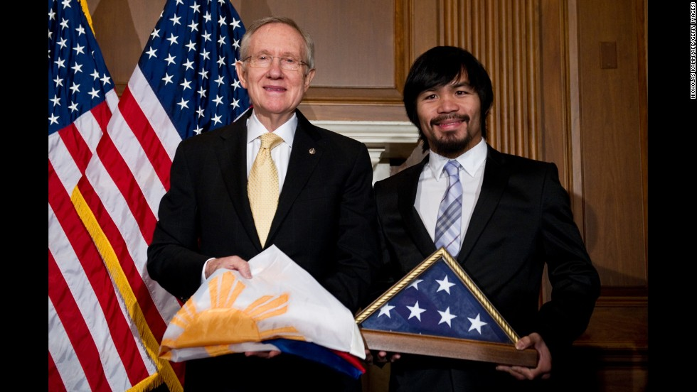 Pacquiao and U.S. Senate Majority Leader Harry Reid exchange flags in Washington on February 15, 2011.