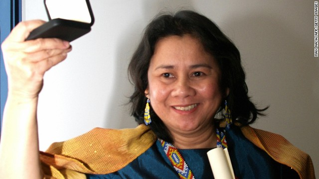Cecilia Flores-Oebanda, of the Visayan Forum Foundation, receives the 2005 Anti-Slavery Award.