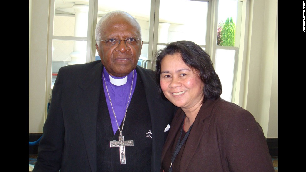 Oebanda meets with Desmond Tutu in 2008 while both were speaking at the Global Philanthropy Forum.