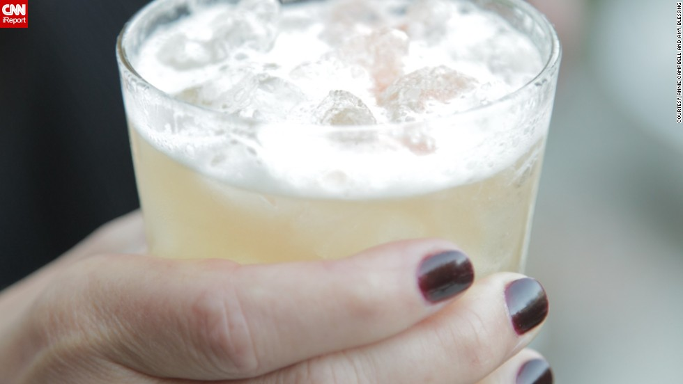 "Period-appropriate drinks are a must at a 1920s party. Los Angeles event planner Amy Campbell recommends a gin fizz or a penicillin. She also suggests <a href=""http://ireport.cnn.com/docs/DOC-969063"">hinting at the Prohibition era</a> by covering liquor bottles at the bar with brown paper bags."
