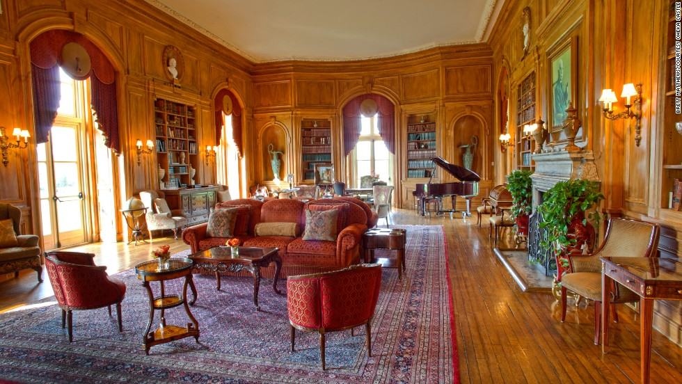 "Today, Oheka Castle houses a hotel, where rates range from $395 to $1,095. There's a <a href=""http://www.oheka.com/weekday_packages/"" target=""_blank"">""Gatsby""-themed package</a> available, and <a href=""http://www.oheka.com/tours/"" target=""_blank"">public tours are offered by appointment.</a> In the 1920s, Kahn and his family hosted lavish parties for the rich, famous and well-connected in the 127-room chateau. At one time the family employed 126 full-time servants."