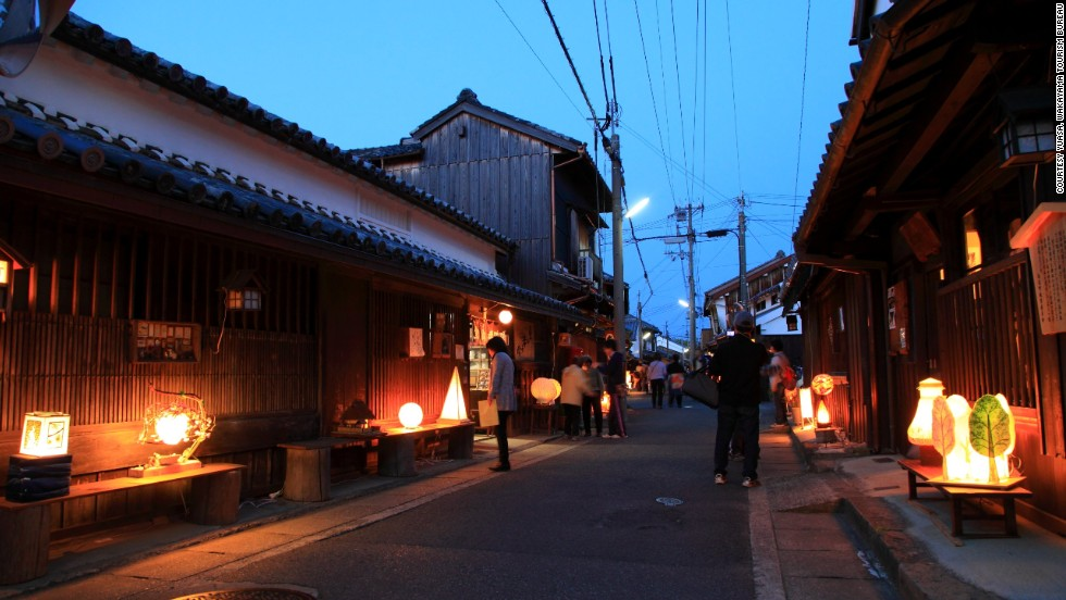 During each April's Andon Festival, the streets of Yuasa are lit by hundreds of paper lanterns. It may be the best time to visit.