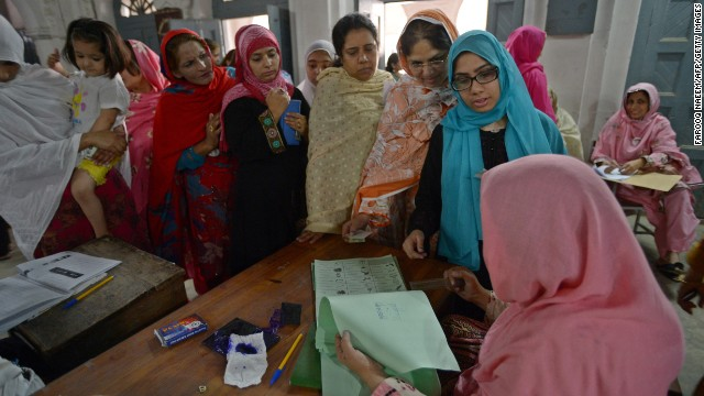 Pakistani women can vote, but should be lightly beaten if they defy their husbands' commands, an Islamic council recommends.