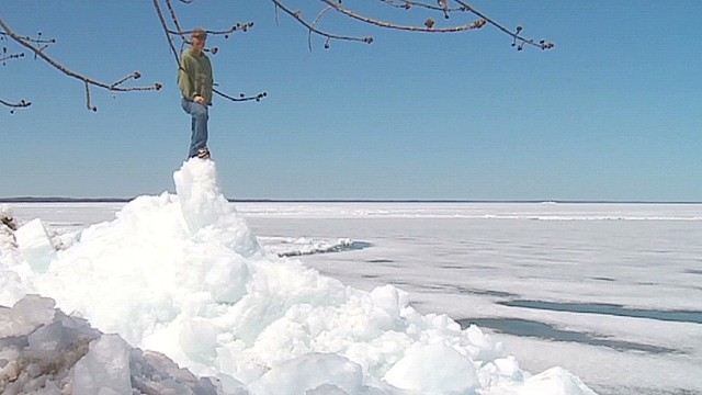 'Ice tsunami' takes over shoreline