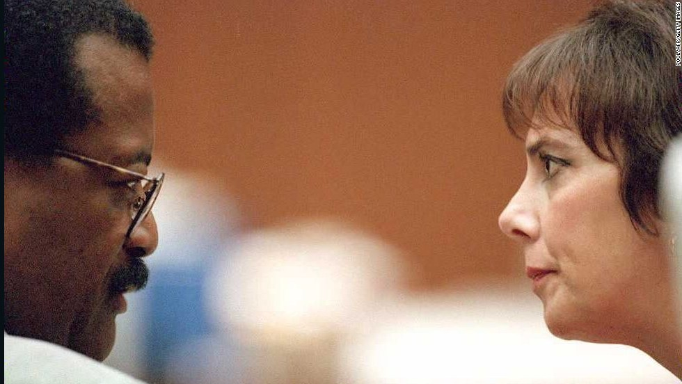 Lead defense attorney Johnnie Cochran Jr. and prosecutor Marcia Clark face off during a hearing in the murder trial that riveted a nation.