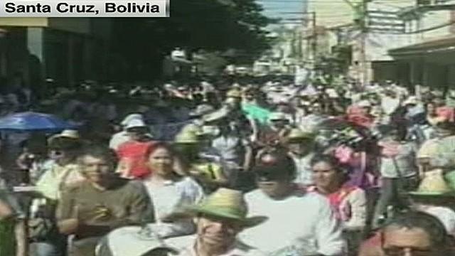 cnnee carrasco bolivia more demos_00004305.jpg