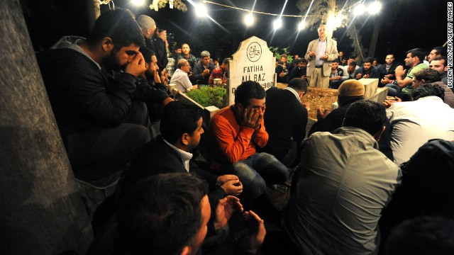 Relatives mourn around the coffin of Kemal Baz on Wednesday during the funerals of the victims of the car bombs.