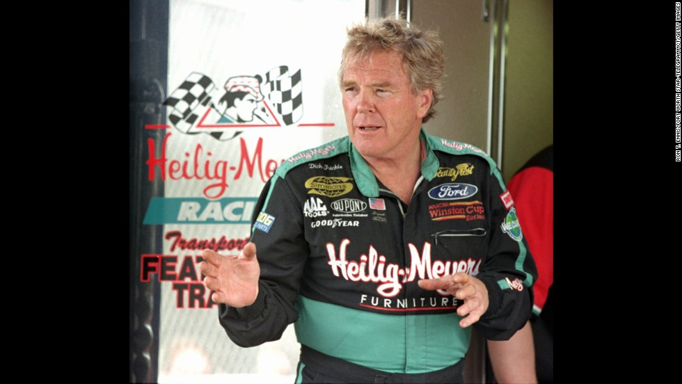 Trickle speaks to his pit crew in February 1998.