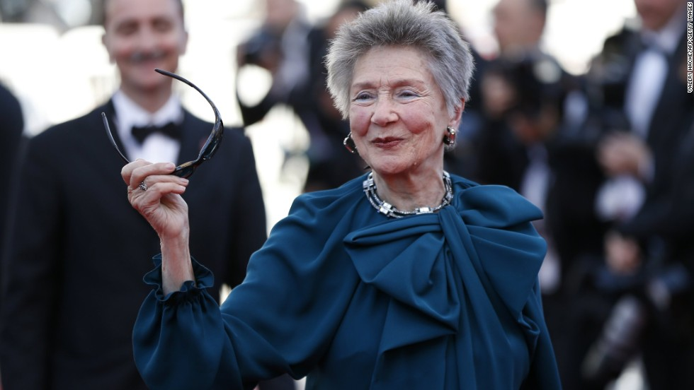 "Emmanuelle Riva arrives at the May 20 ""Hiroshima mon Amour"" screening at Cannes."