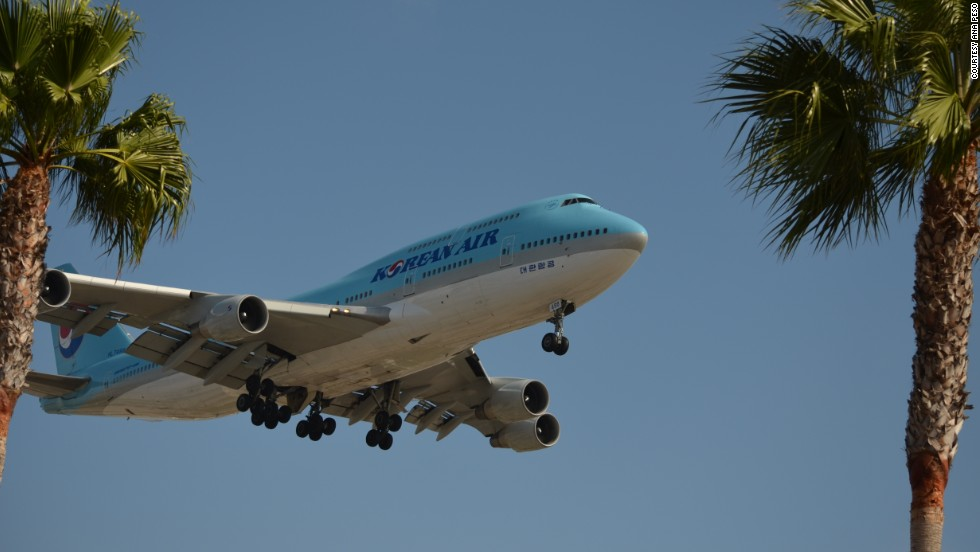 To get this shot of a Korean Air Boeing 747, Ana Peso staked out an In-N-Out Burger restaurant near Los Angeles International Airport -- a well-known location to veteran plane spotters.