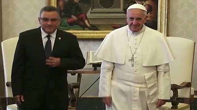 cnnee umana el salvador pres funes meets pope_00001203.jpg
