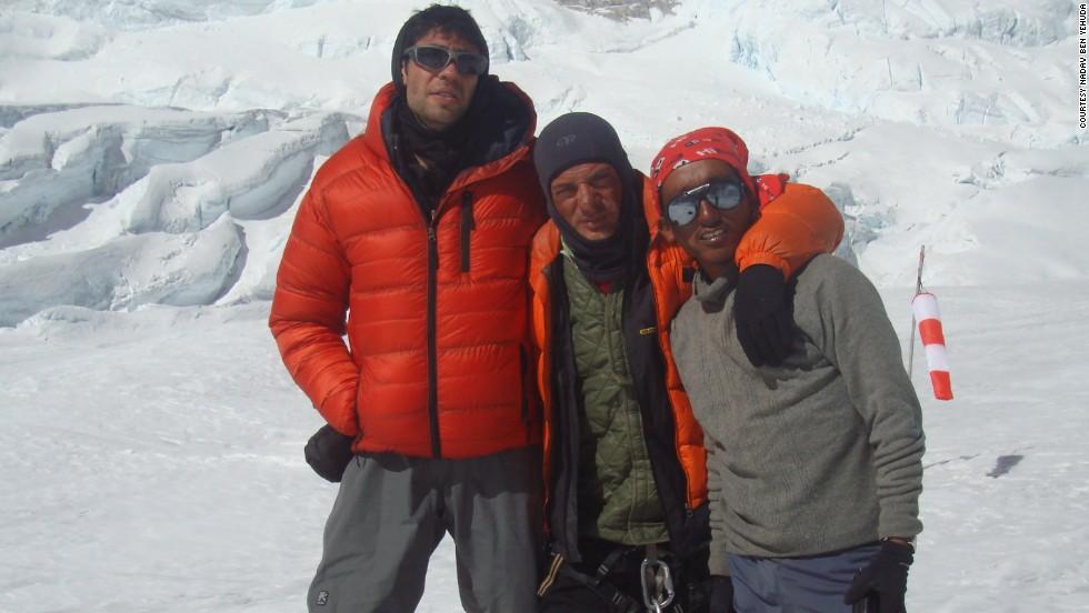 Nadav Ben Yehuda (left), Aydin Irmak and a Sherpa after Ben Yehuda rescued Irmak.