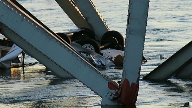 TSR intrvw bridge collapse_00015825.jpg