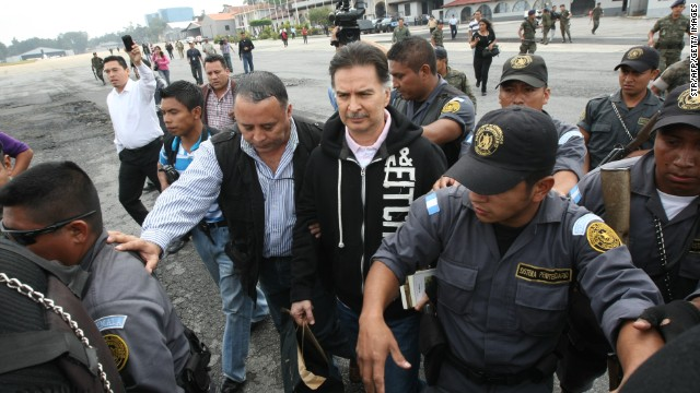 Guatemalan President (2000-2004) Alfonso Portillo (C) is taken under custody to board the aircraft to be extradited to the United States on May 24, 2013 in Guatemala City. Guatemala extradited ex-president Alfonso Portillo to the United States on Friday to face charges of laundering $70 million, sending him on a plane under the escort of US agents.