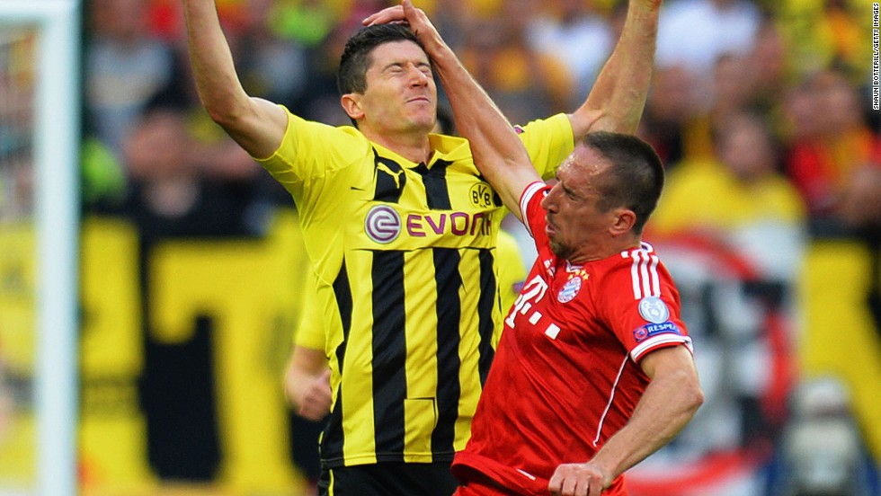 Robert Lewandowski, left, of Borussia Dortmund collides with Franck Ribery of Bayern Munich.