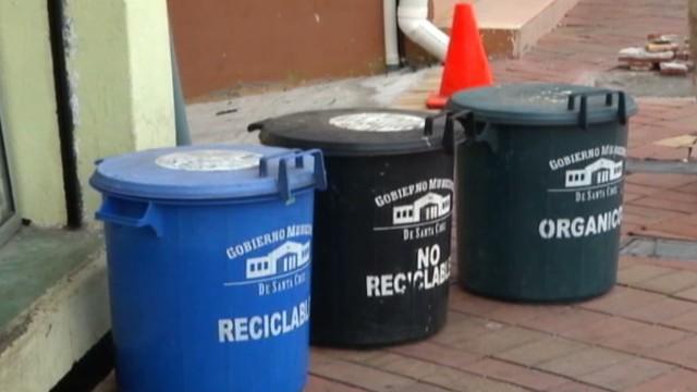 cnnee garcia galapagos recicling_00024805.jpg