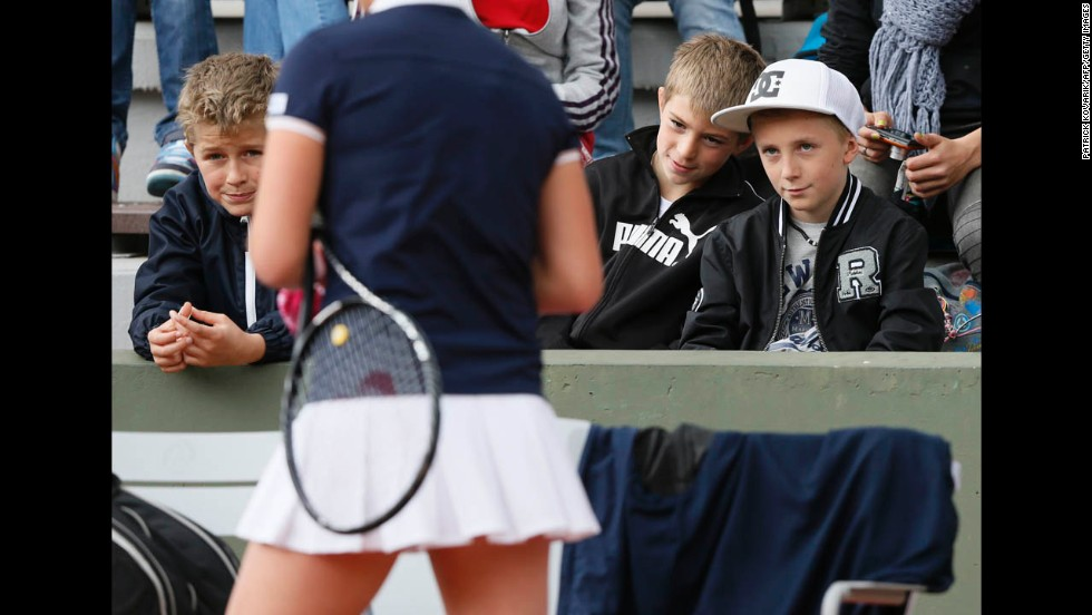 Young fans watch Elina Svitolina of Ukraine during her match against Varvara Lepchenko of the United States on May 29.