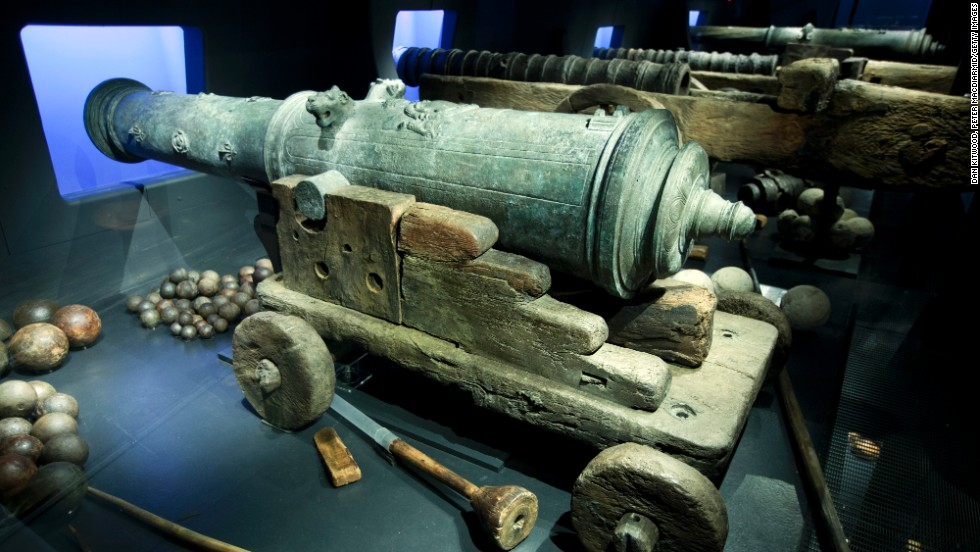 A cannon recovered from the wreck reminds the visitors of the original role of the warship.