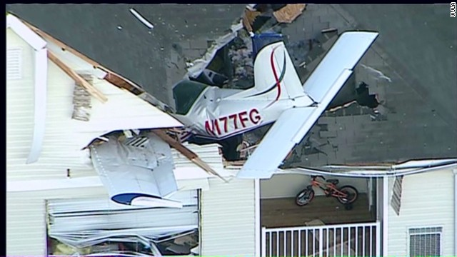 vo plane crashes into apartment complex_00002405.jpg