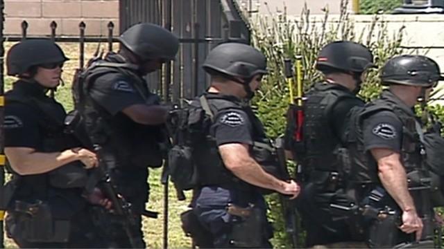 cnnee dalmas la fbi investigates l.a. swat_00012320.jpg
