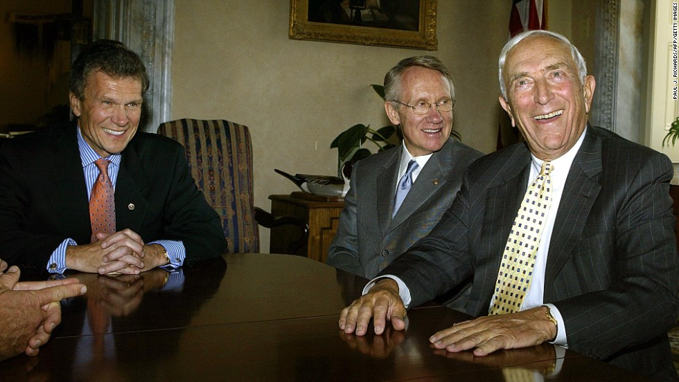 Lautenberg, right, meets with Sen. Tom Daschle, left, D-South Dakota, and Sen. Harry Reid, D-Nevada, on October 3, 2002.