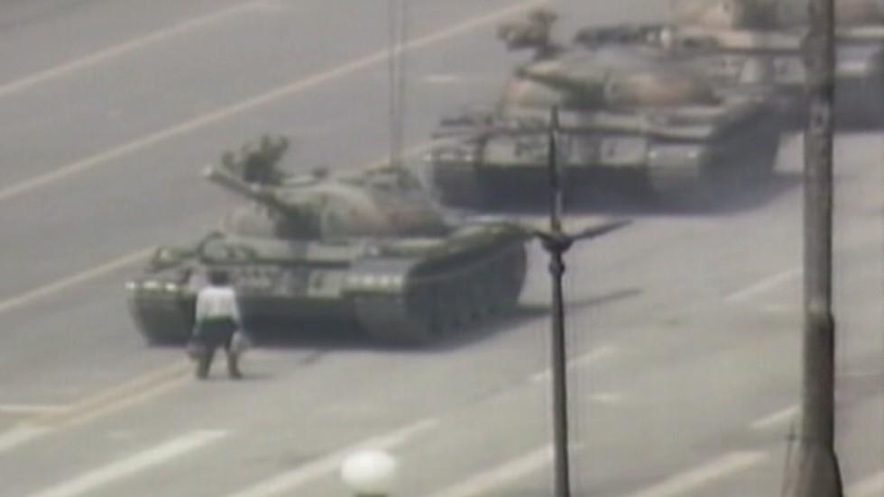 1989: Man vs. tank in Tiananmen square